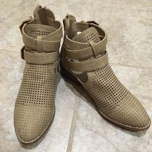 New forever21 ankle booties Tan